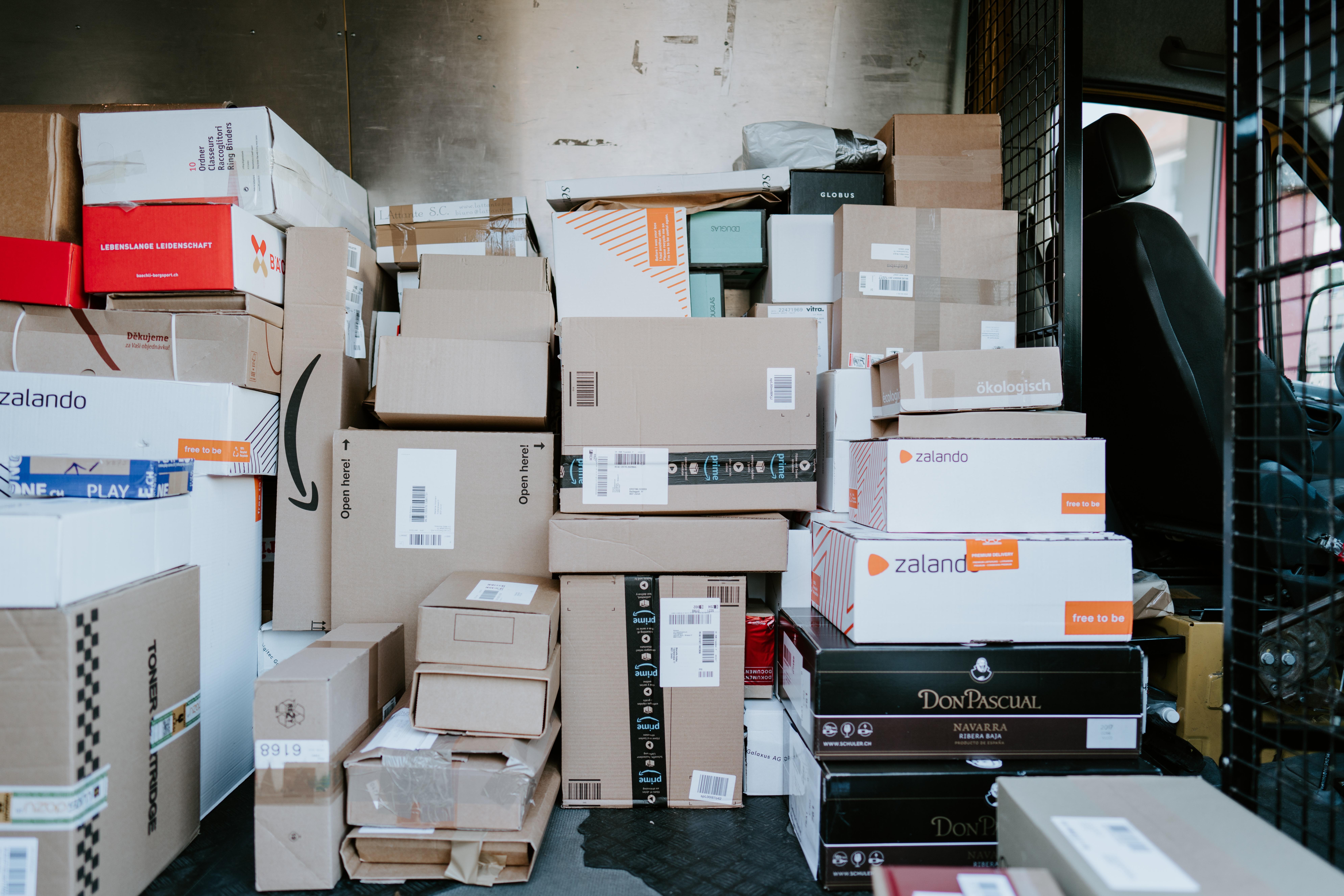 Busje met pakketjes